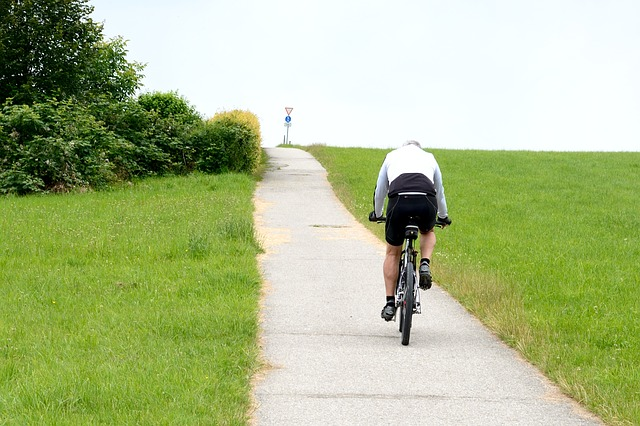 cyclists-832133_640-1
